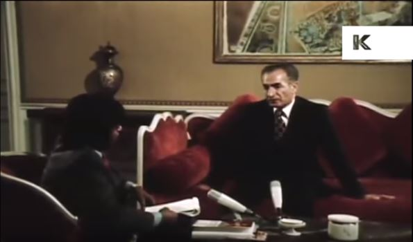 El sah es entrevistado por medios británicos (1974) (Fuente Kinolibrary Archive Film collection)